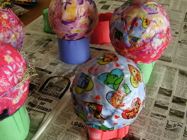 Zhinka dinka doo: Fabric mache baskets :  valentines day kid crafting papier mache